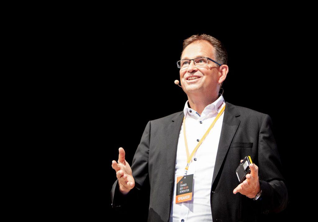 Christian Rupp als Speaker Sprecher in Frankfurt bei Die Trainer der neuen Generation